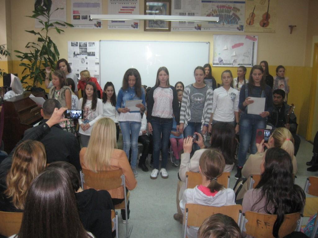 """Николина, Исидора, Марија, Ксенија, Невена певају песму """"L italiano"""""""